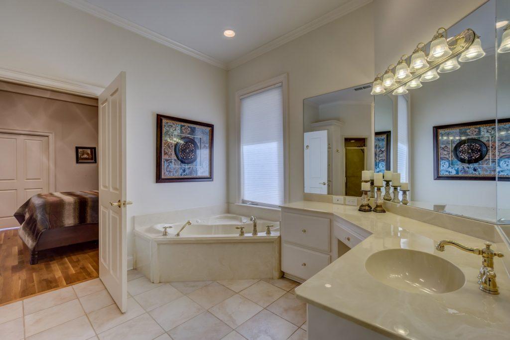 L\'aménagement de la salle de bain dans un Hôtel - Chasseur ...